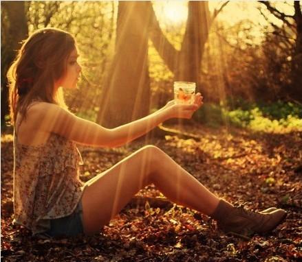 关于欣赏的说说:留出你的咖啡时光,思考、欣赏、感悟我们仅此的一生。