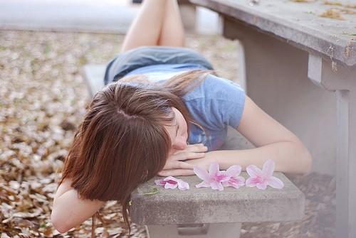 关于愚蠢的说说:想念一个永远回不来的人是件愚蠢的事情吧,