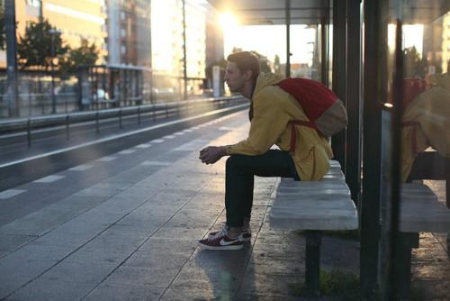 关于忙碌的说说:为了心不再想念你,把每天都安排得满满的,忙碌着,发了疯似的坚强,在疲惫也不说累!