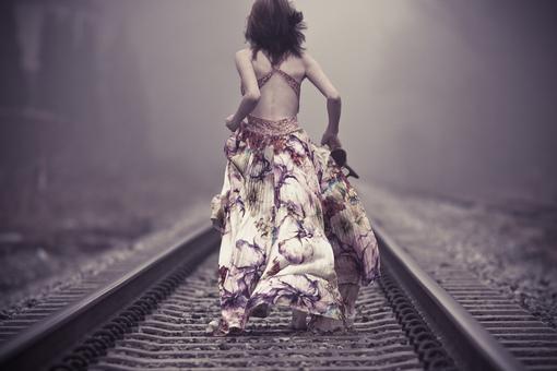 关于热忱的说说:我不是没有热忱 只是不想再无畏去付出更多情感 我觉得不值