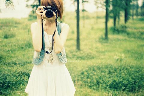 关于犹豫的说说:逼自己笑到麻木,哭,也忘了;多犹豫说了没用,嘴,就闭着