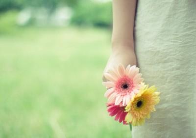 关于权力的说说:权力是暂时的,财产是后人的,健康是自己的,关系是重要的,友情是珍贵的。