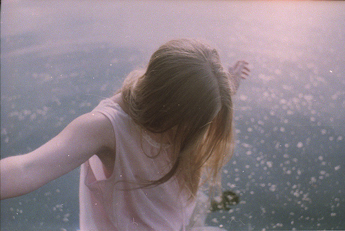 关于郁闷的说说:我一直很郁闷,为什么有的人一个劲的伤害别人,反而自己喊疼。.