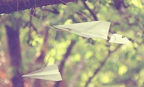 关于朦胧的说说:恋爱,是一个人带着朦胧的心情从单行道转入双行道