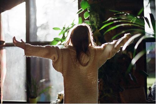 关于郁闷的说说:怀念过去只会让我们更加郁闷无奈,它会给我们心痛的感觉,过去再美好终究是过去。.